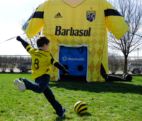 COLUMBUS CREW COMBO GIANT JERSEY & KICK GAME
